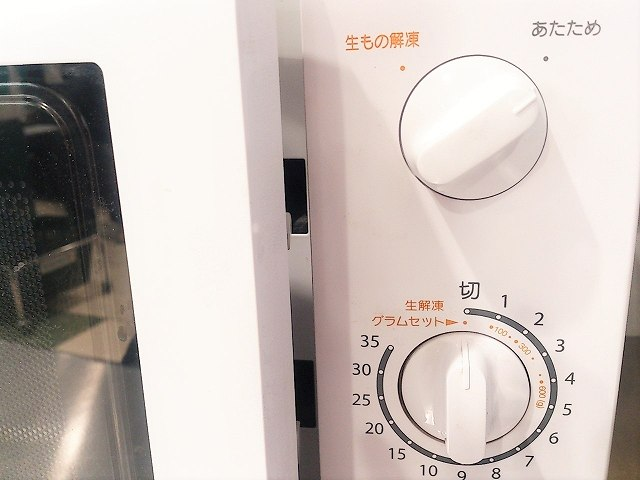 電子レンジの中の油汚れや焦げ付きを超簡単に落とす方法