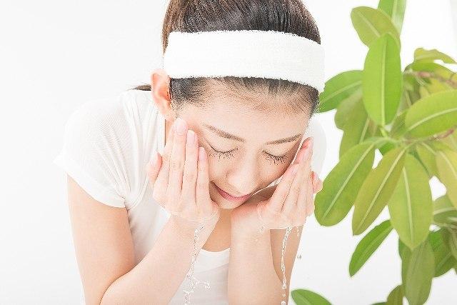 洗顔料を使って洗顔する時、頬から洗ってはいけない理由